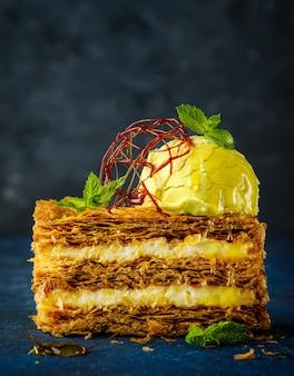 Dessert, kuchen mit zitroneneis