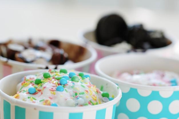 Dessert. leckeres eis auf dem tisch