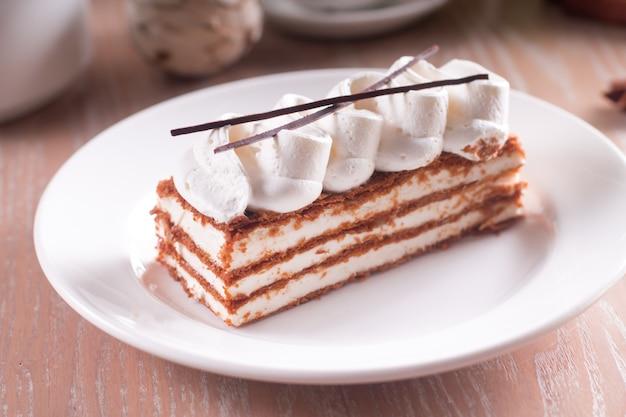 Dessert millefeuille mit vanillecreme
