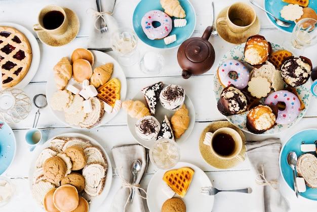 Dessert mit tee