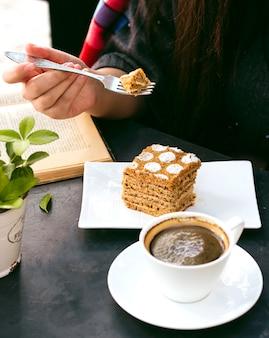 Dessert und tasse kaffee