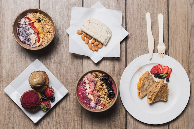 Desserts, mandel-vegan-käse, cupcakes und pfannkuchen