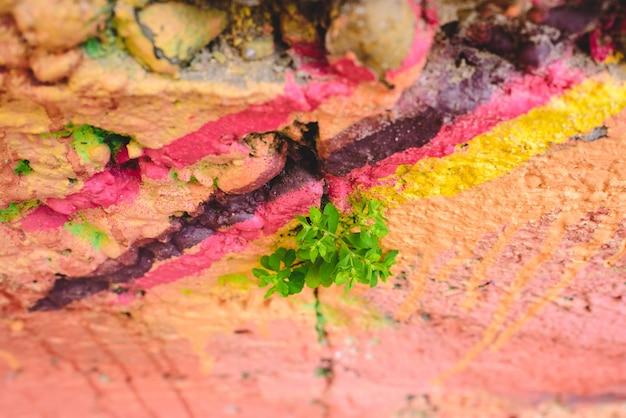 Detail anonymen straßengraffiti mit vielen farben, netter städtischer hintergrund.