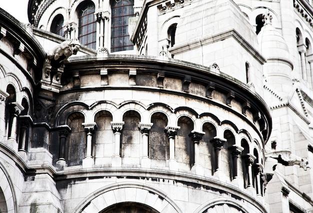 Detail der basilika des heiligen herzens von paris, allgemein bekannt als basilika sacré-cœur, gewidmet dem heiligen herzen jesu, in paris, frankreich