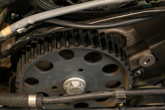 Detail der riemenscheibe im automotor