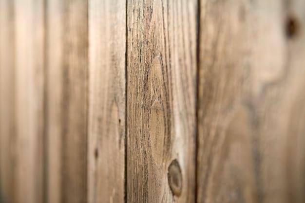 Detail der rustikalen holztäfelung mit knoten-löchern