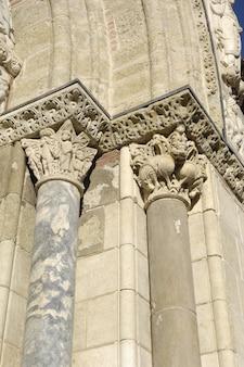 Detail der tür des heiligen sernin, toulouse, frankreich