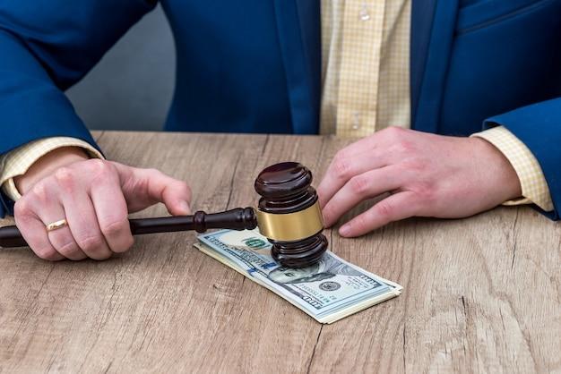 Detail des korrupten richters
