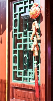 Detail eines hofhauses in peking, qing-dynastie. jedes einzelne möbelstück folgt den feng-shui-regeln.