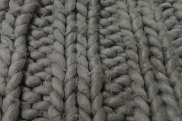 Detail eines rustikalen handgemachten klobigen teppichs.