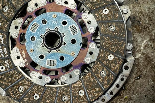 Detail von autokupplung ersatzteil in einer werkstatt