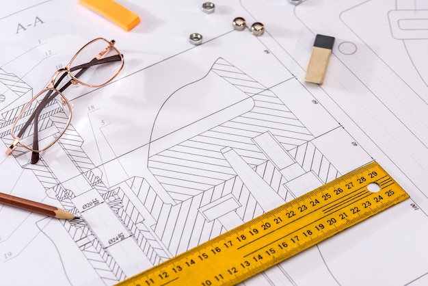 Detaillierte zeichnung von teilen, muttern auf papier