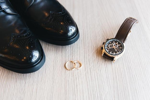 Details des hochzeitstags. vorbereitung des bräutigams.