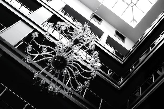Details des innenraums eines modernen hotels und seines dachs von innen
