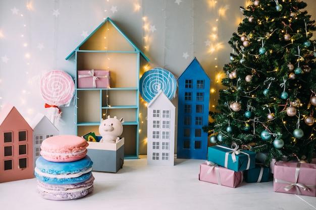 Details des weihnachtsinnenraums der kinder. pink und minze.