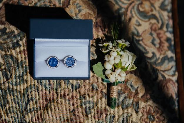 Details zum bräutigam und zubehör