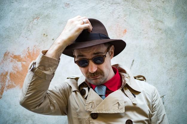 Detective in den slums der stadt