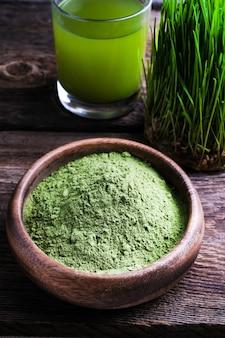Detox superfood green barley sprout gras glasschale pulver