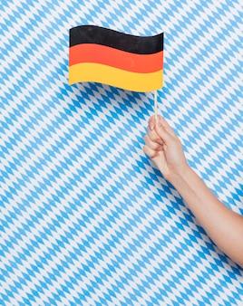 Deutsche flagge mit musterhintergrund