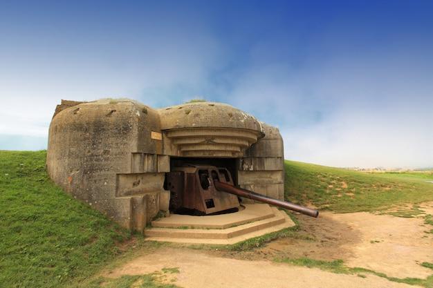 Deutscher bunker in der normandie aus dem zweiten weltkrieg
