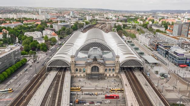 Deutschland, dresden, mai 2019 - luftaufnahme des dresdner hauptbahnhofs