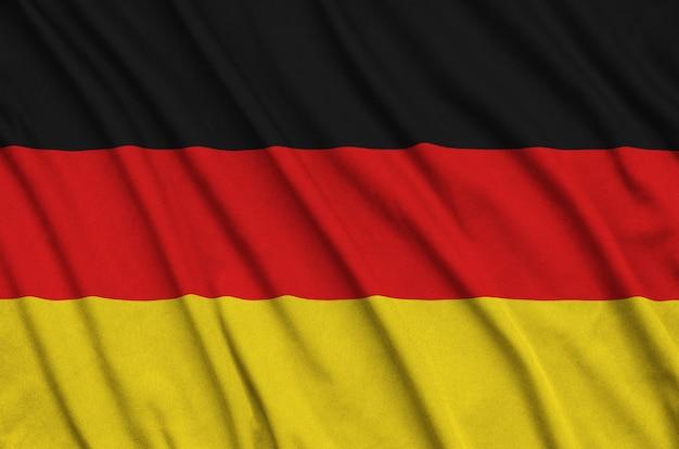 Deutschland flagge mit vielen falten.