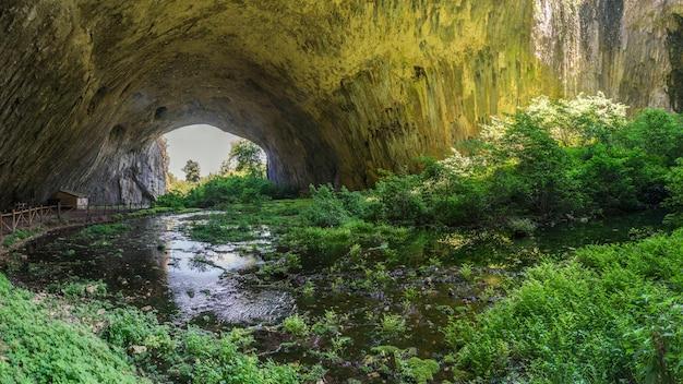 Devetashka-höhle in bulgarien