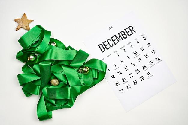 Dezember monatskalender und weihnachtsdekoration