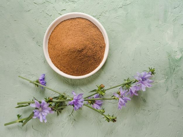 Diabetischer kaffee mit chicorée. alternativer ersatz für schwarzen kaffee