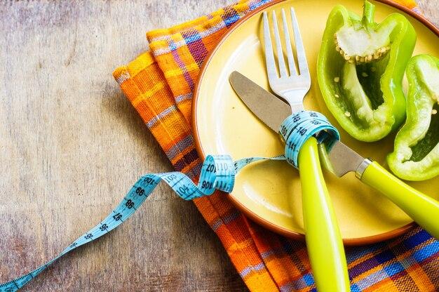 Diätkonzept mit frischem pfeffer
