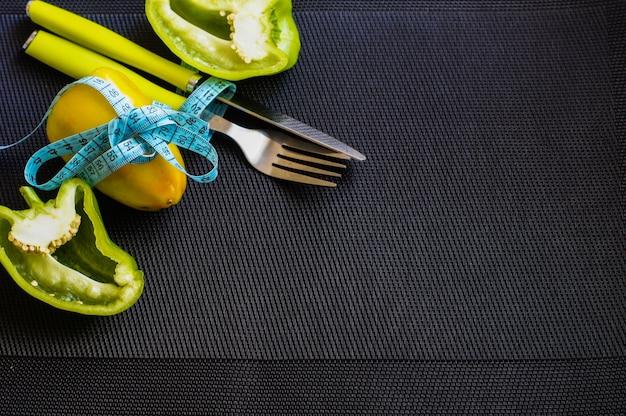Diätszene mit frischem pfeffer