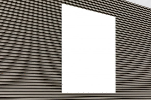 Diagonale ansicht der gewellten metallgrauen wand mit copyspace.