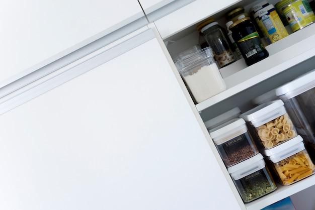 Diagonales bild des küchenschranks