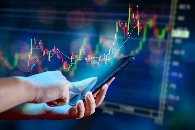 Diagramm des finanziellen wachstums globale kommunikation binäre smartphones und das internet der welt geschäftsleute drücken das telefon, um im internet zu kommunizieren