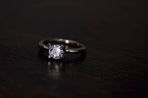 Diamant ehering luxuriös, elegant für diejenigen mit geschmack