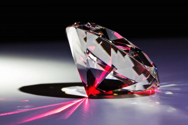 Diamant und roter laser