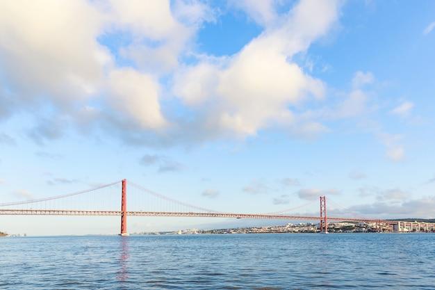 Die 25 de abril stahl-suspendierungsbrücke
