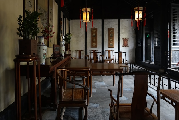 Die alte chinesische innenhalle shen hall befindet sich in der nanshi-straße östlich der fuan-brücke in zhouzhuang, suzhou.