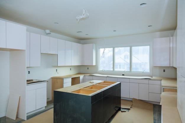 Die ansicht der küche von home remodel wurde installiert