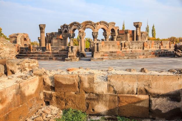 Die ansicht der ruinen zvartnots kathedrale in echmiadzin, armenien