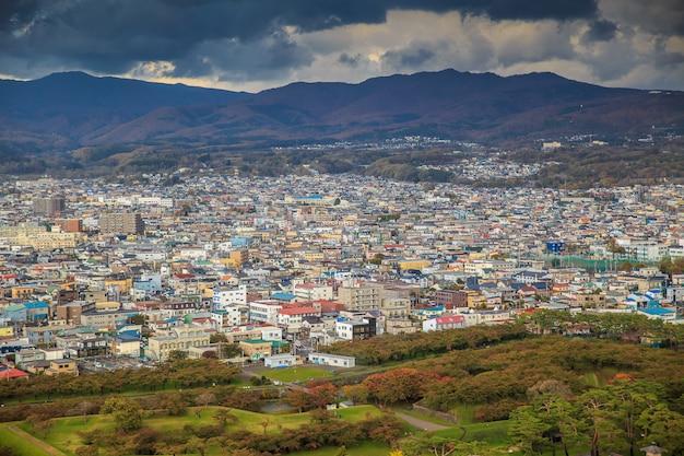 Die ansicht der stadt hakodate von der spitze des goryokaku-turms.