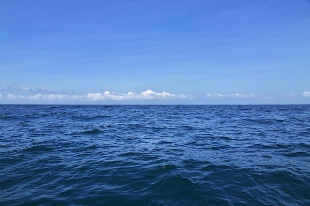 Die ansicht des karibischen meeres schließen cartagena in kolumbien