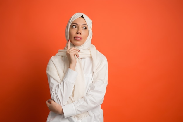 Die arabische frau im hijab