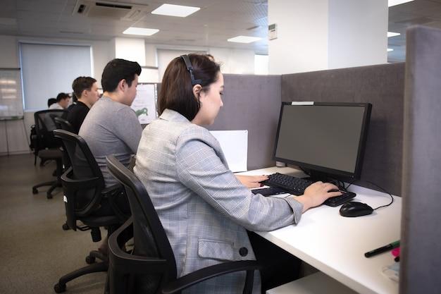 Die arbeit der call-center-mitarbeiter