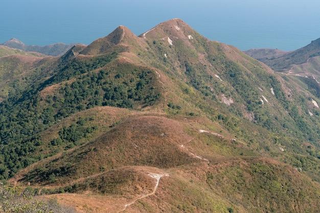 Die atemberaubende aussicht auf die natur vom sharp peak im sai kung east country park in hongkong
