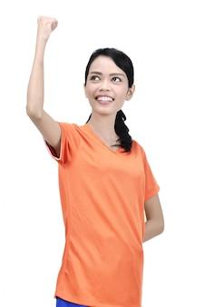 Die attraktive asiatische glückliche fußballspielerfrau feiern