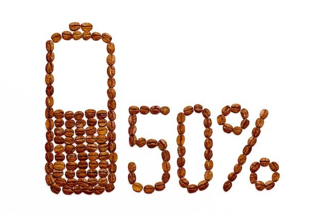 Die batterie lädt 50% der kaffeebohnen auf
