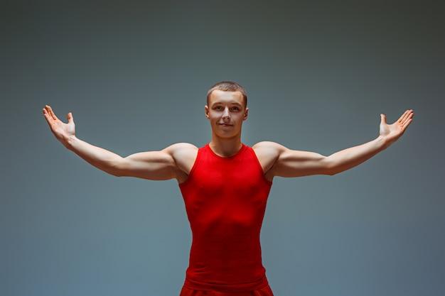 Die beiden gymnastischen akrobatischen kaukasischen männer