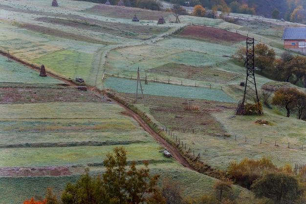 Die berge sind der erste frostige morgen