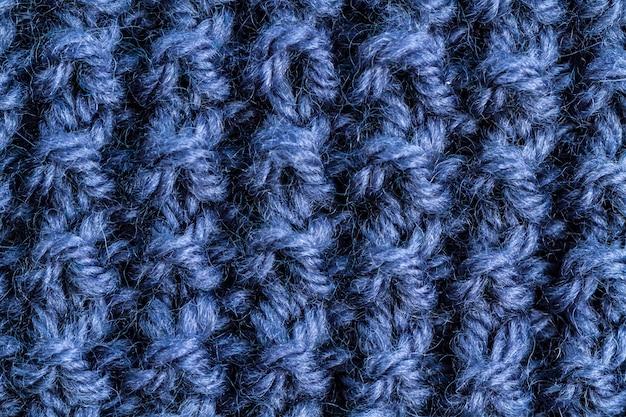 Die beschaffenheit eines blauen gestrickten garns. gestrickte und winterkleidung